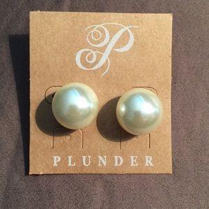 Plunder pearl earrings